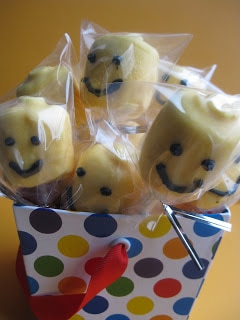 lego marshmallow cake pops in bags for party favors lego party