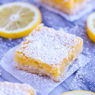 Lemon Square with lemon slices