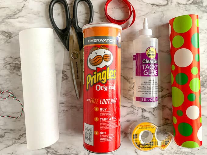 Materials to be used for Pringles can christmas craft