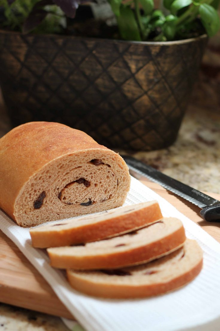 This swirled raisin bread is a lovely bread to make at home. #abakershouse #homemadebread #raisinbread #raisins