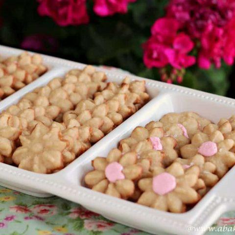 tray of flower spritz cookies