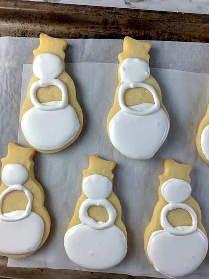 Snowman cookies step three middle circle